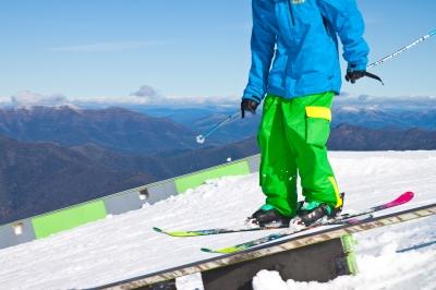 Assurez vos arrières aux sports d'hiver avec une assurance ski